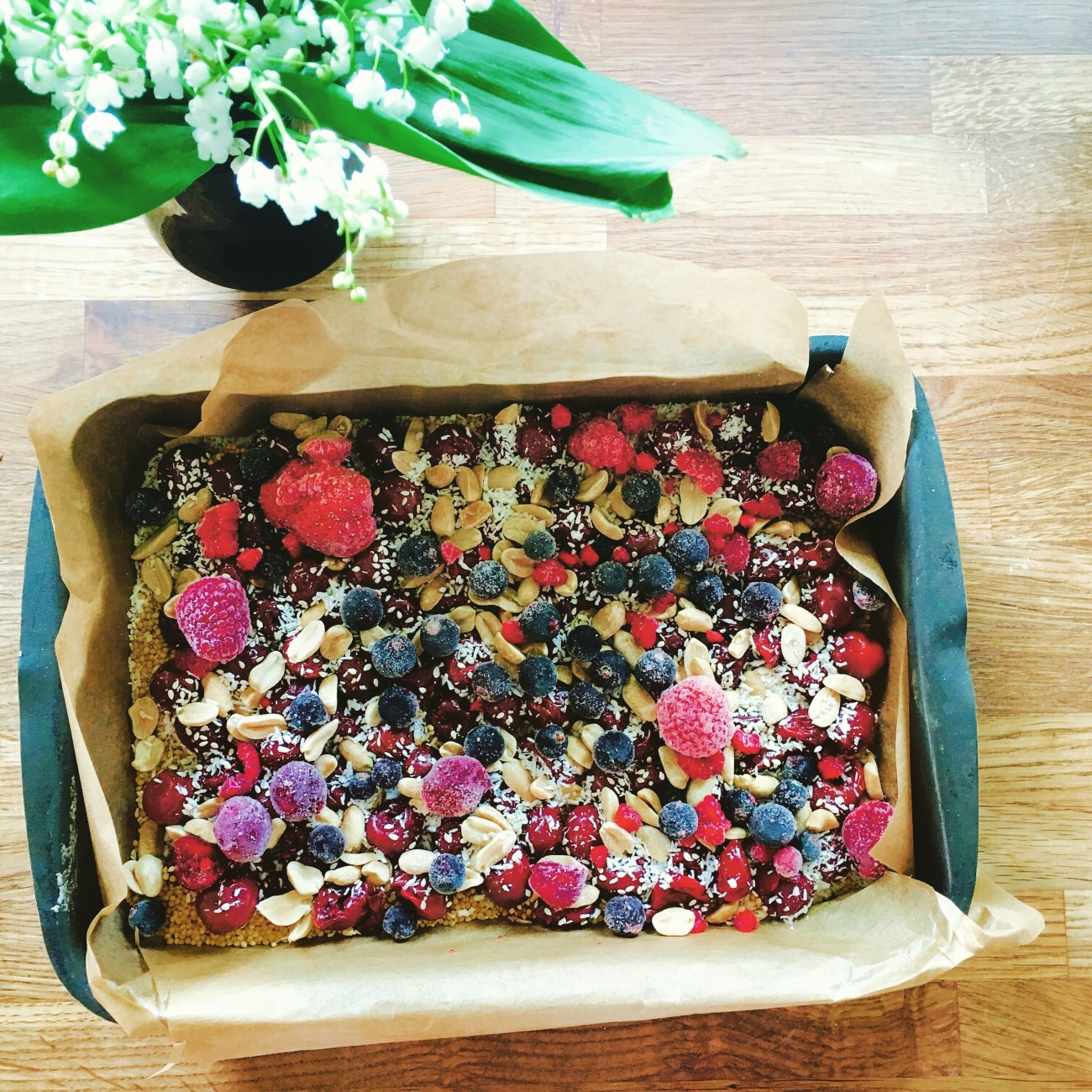 Pieczona kasza jaglana z owocami i orzechami