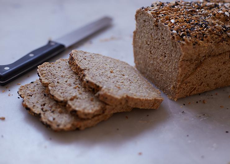 Chleb z kaszą gryczaną i słonecznikiem