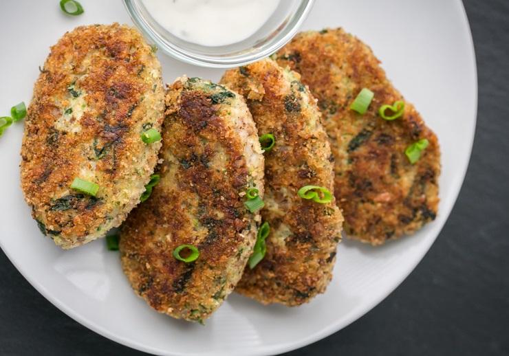 Kotlety z kurczakiem, kaszą gryczaną i brokułami