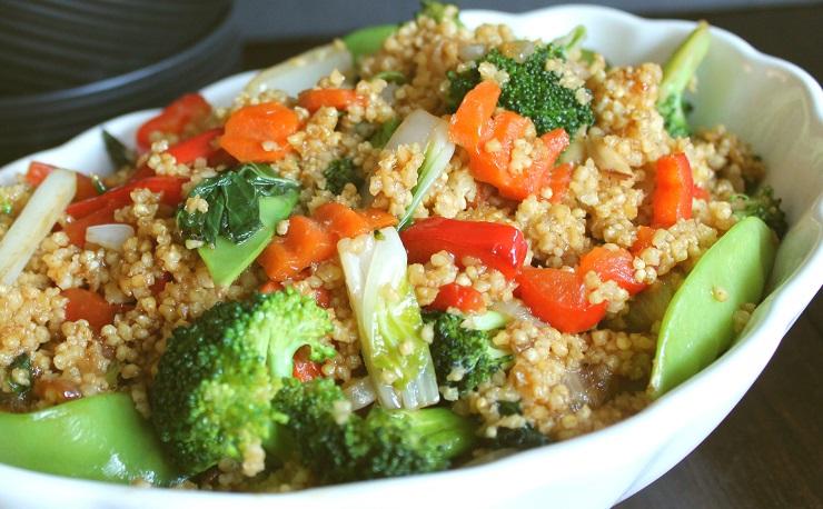 Orientalna kasza jaglana z warzywami