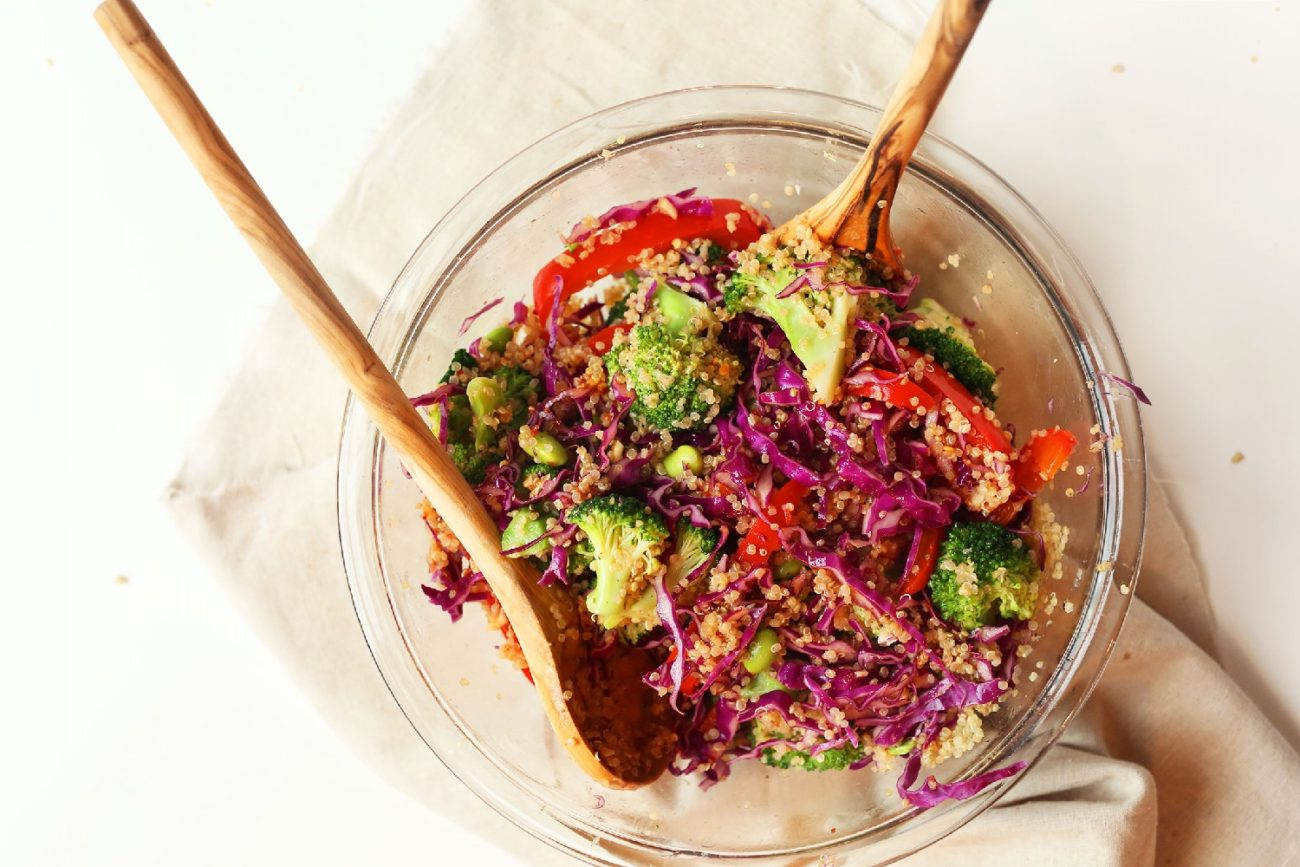 Azjatycka sałatka z komosą ryżową