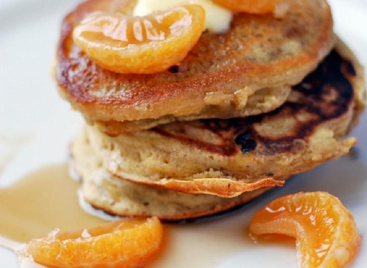 Gryczane placuszki z mandarynką i syropem klonowym