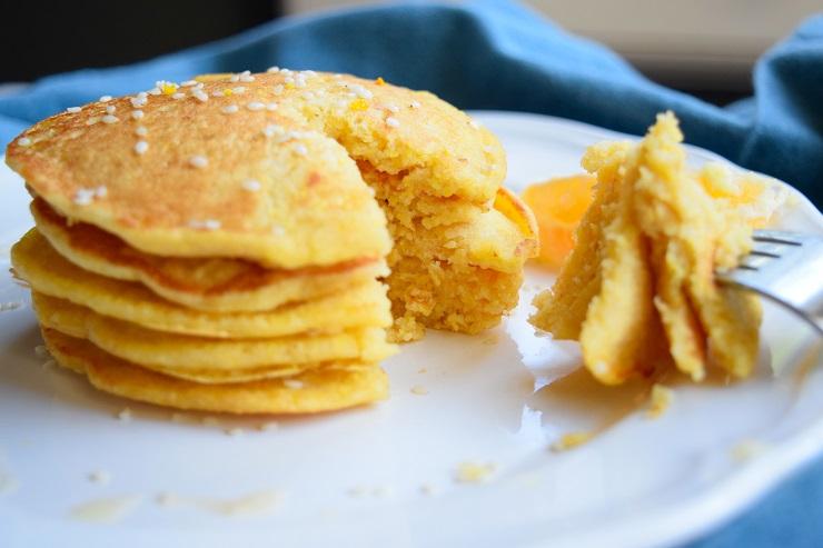 Kukurydziane placuszki z pomarańczą
