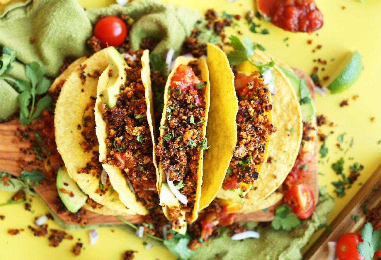 Kukurydziane tortille z chrupiącą salsą z komosy