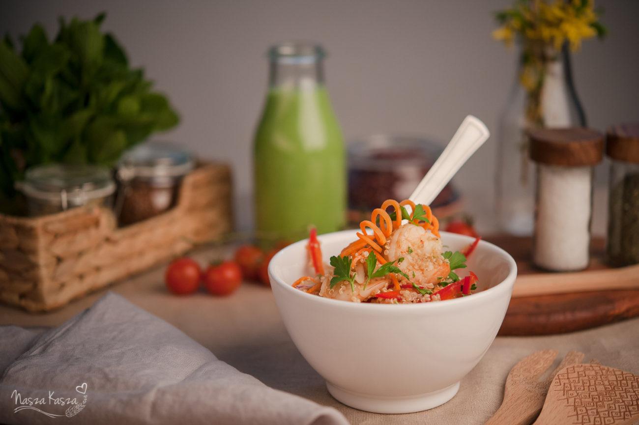 Sałatka z komosą ryżową i krewetkami