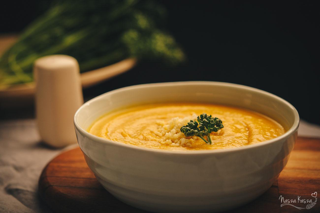 Marchewkowy krem z curry i kaszą jaglaną
