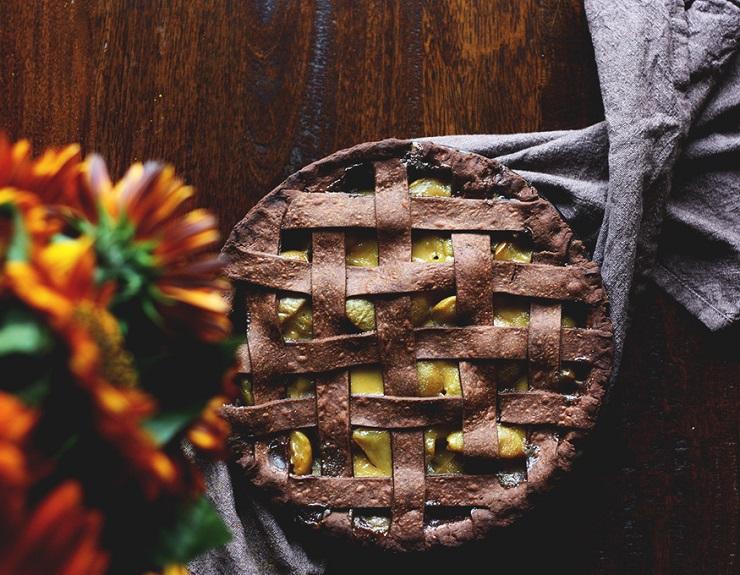 Gryczana tarta z karmelizowaną gruszką