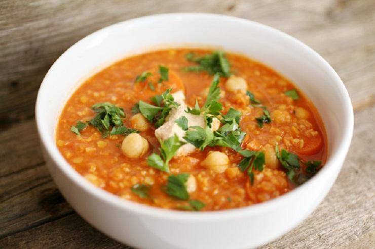 Czerwona zupa z soczewicą i jaglanką