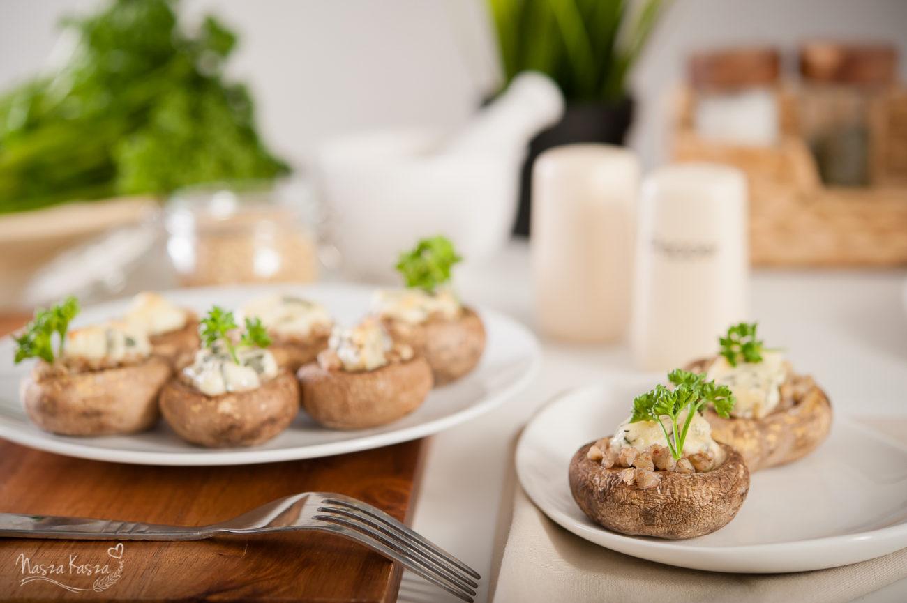 Pieczarki faszerowane kaszą gryczaną i gorgonzolą