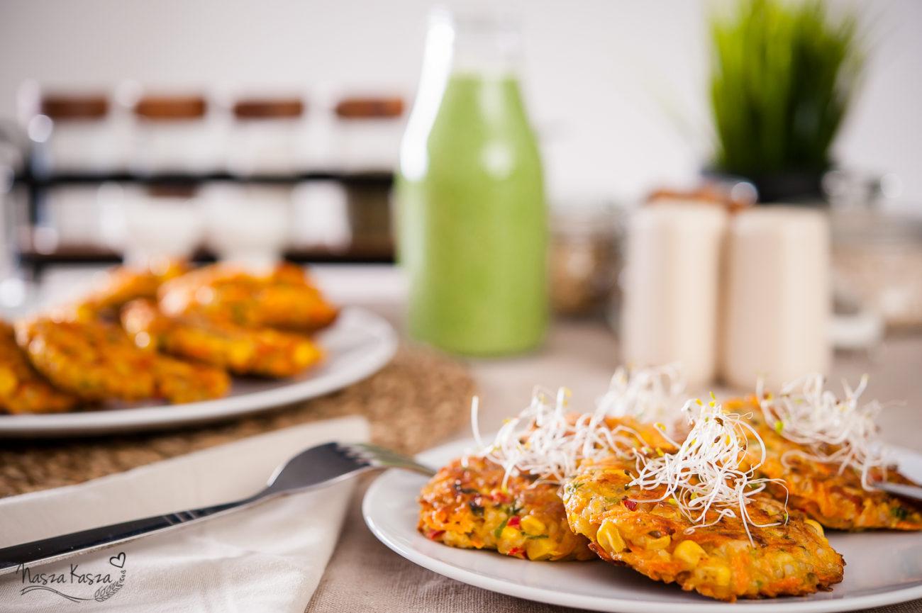 Placuszki marchewkowo – kukurydziane z kaszą jęczmienną