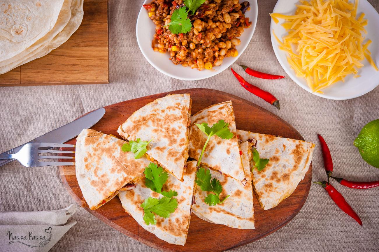 Quesadillas z mięsem mielonym i pęczakiem