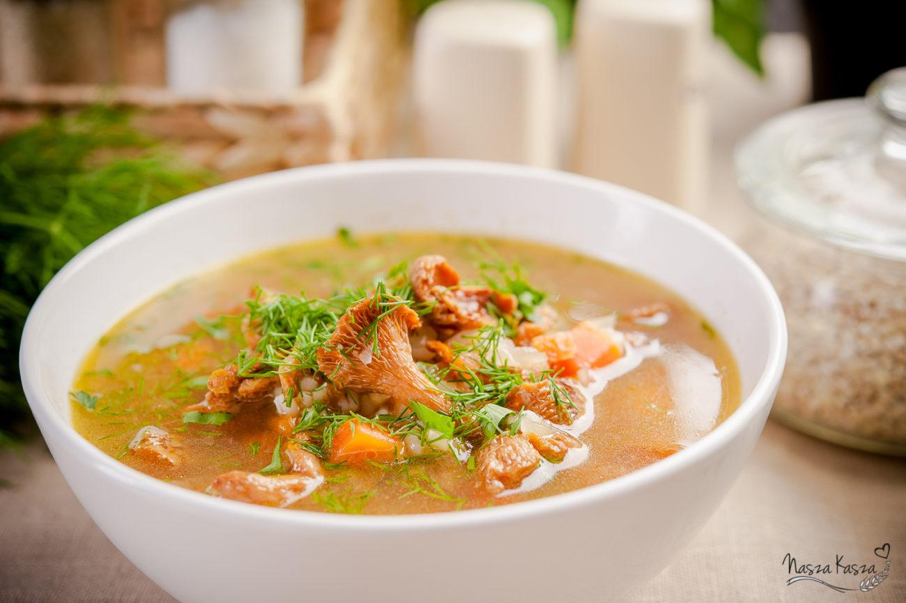 Lekka zupa kurkowa z pęczakiem