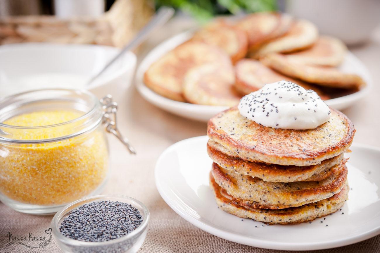 Kukurydziane pancakes z makiem w polewie jogurtowej