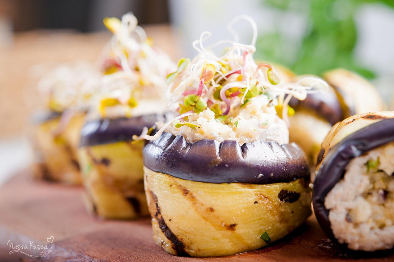 Roladki z bakłażana nadziewane słonecznikowo-ziołową kaszą jaglaną
