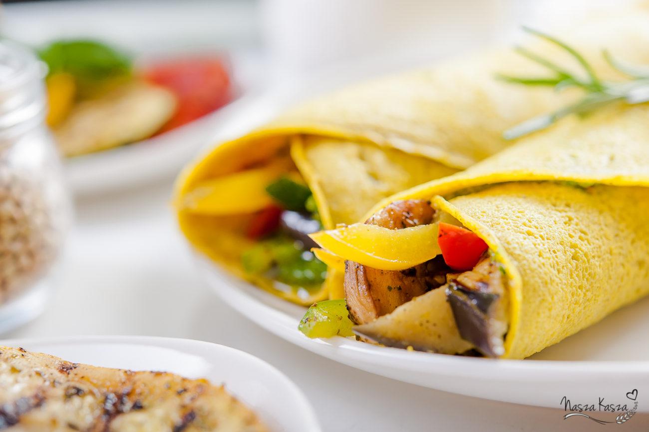 Naleśniki gryczane z grillowanymi warzywami i rukolowym pesto