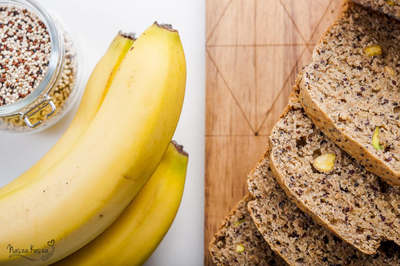 Bananowy chlebek z komosą ryżową i pistacjami