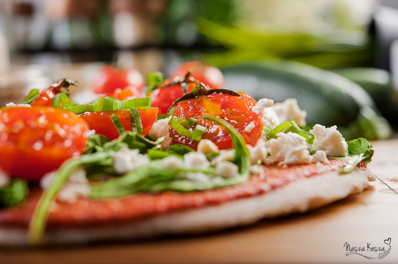 Gryczana pizza z kozim serem i szpinakiem