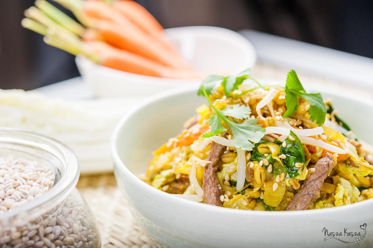 Pęczotto z wołowiną i kapustą pekińską po tajsku